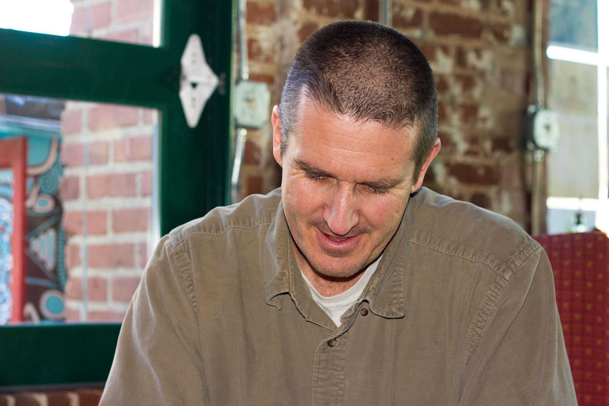 Portrait photograph of artist Jamie Calkin.