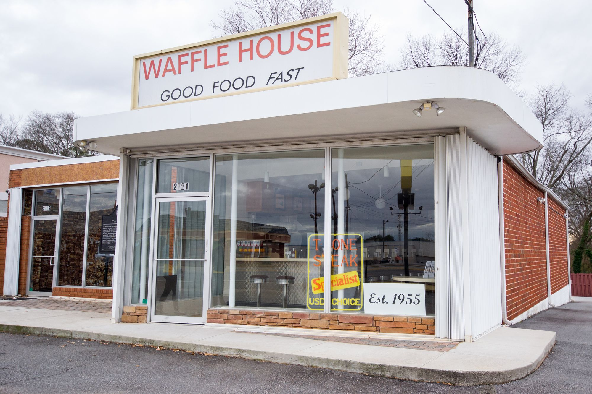 The exterior view of the Waffle House Museum.