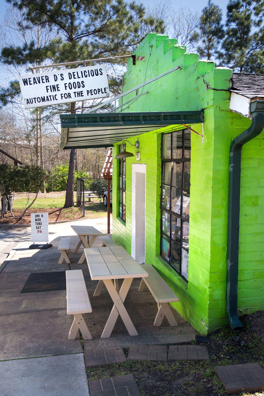 Weaver D's restaurant outside view.